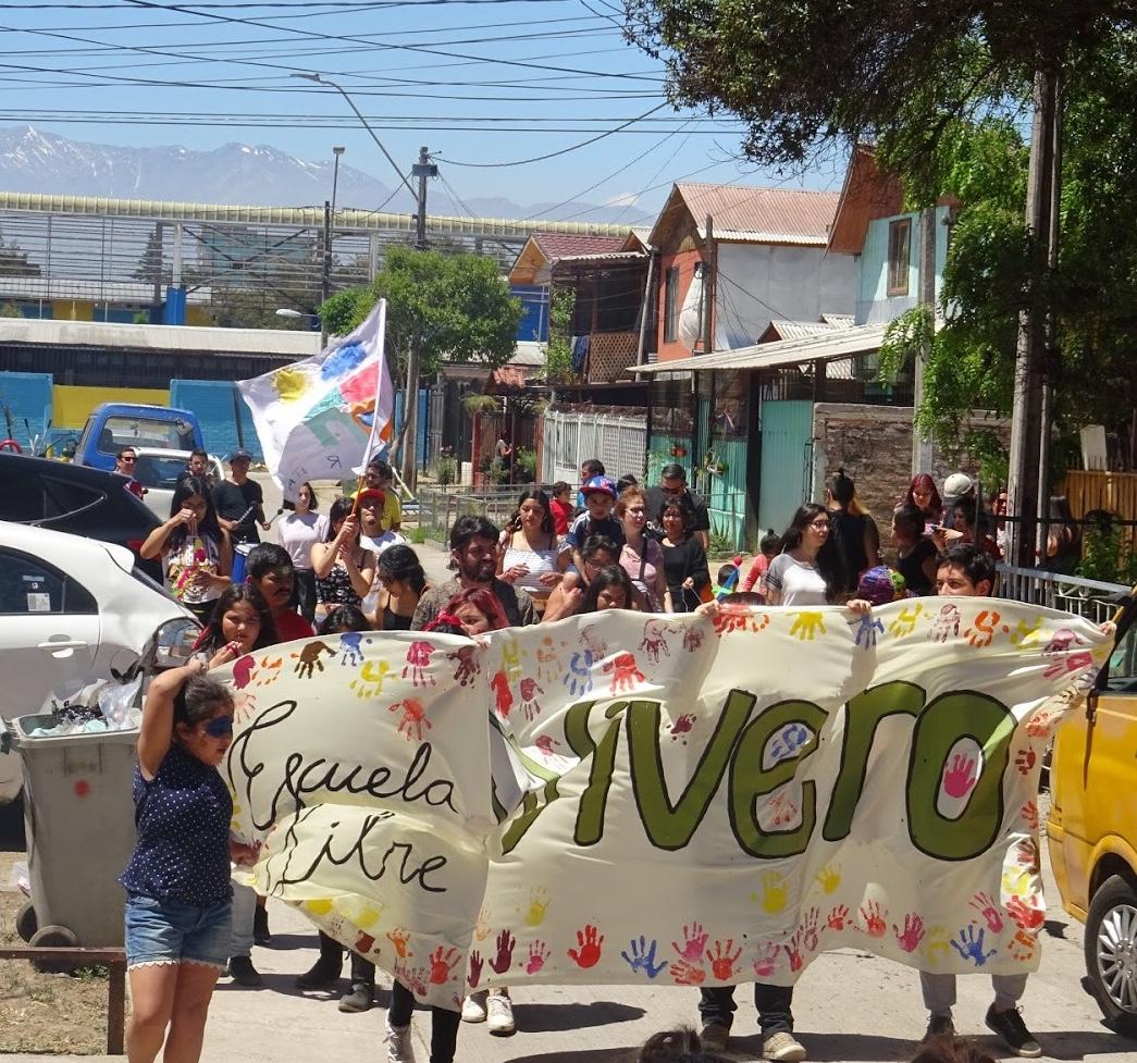 Obsolescencia De La Escuela Y Posibilidad De La Auto-educación Comunitaria
